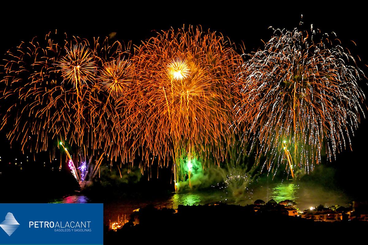 Fuegos artificiales en fiestas de la provincia de Alicante (agosto)