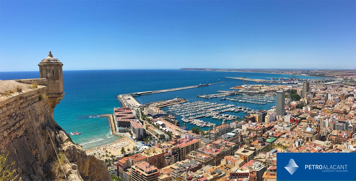 Vistas del puerto y ciudad de Alicante desde el Castillo de Santa Bárbara