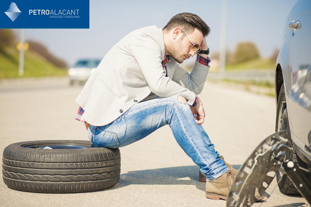 Pasos para cambiar la rueda del coche